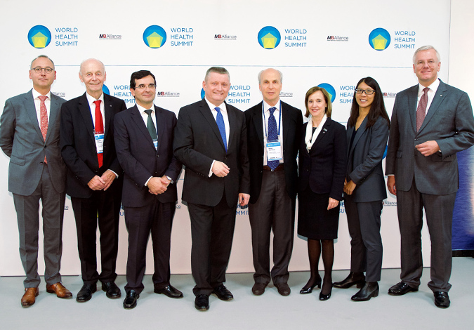 Photo with Federal Minister of Health Hermann Gröhe and seven further speakers from the WHS