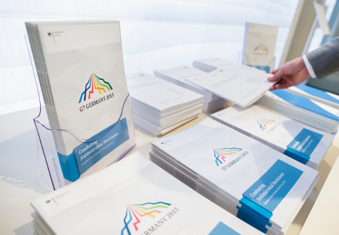 "Photo: Several copies of the brochure ""Combating Antimicrobial Resistance – Examples of Best-Practices of the G7 Countries"""